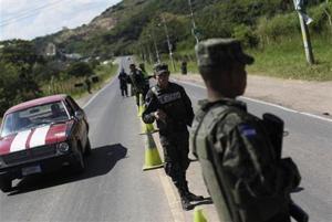 2014-01-18T042241Z_1_CBREA0H0C5Y00_RTROPTP_2_HONDURAS-VOTE